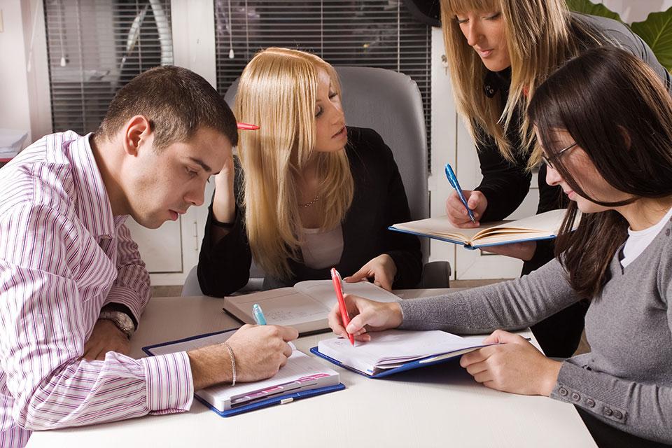 Target Costing ist insbesondere für Unternehmen eine gute Entscheidungshilfe, die sich in Qualität und Service vom Mitbewerb unterscheiden wollen.