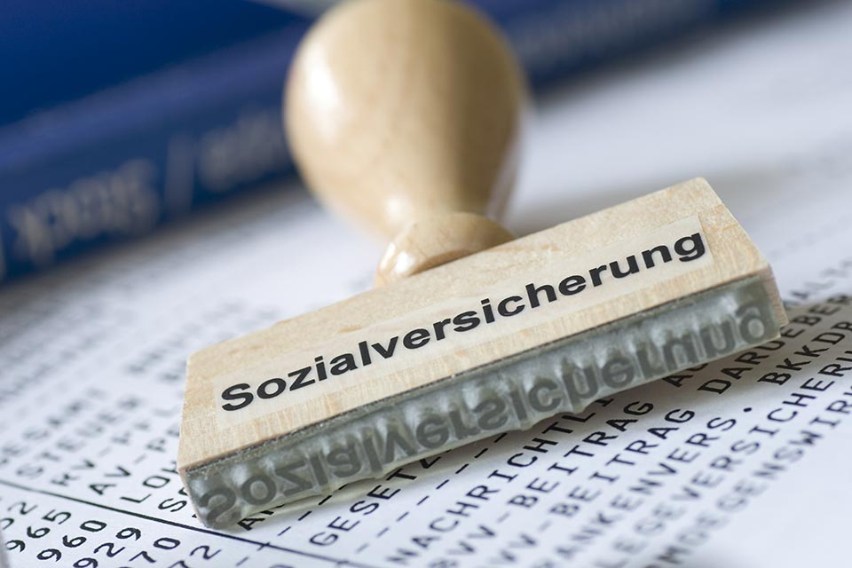 Die Höhe der Beiträge zur gesetzlichen Sozialversicherung ist von den Einkünften (nicht bei Land- und Forstwirtschaft) des Versicherten abhängig.