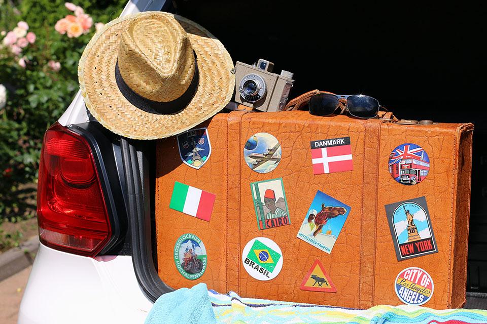 Wenn Sie sich aufgrund Ihres Urlaubs im Ausland aufhalten und dort medizinische Leistungen brauchen, finden Sie hier nötigen Infos.
