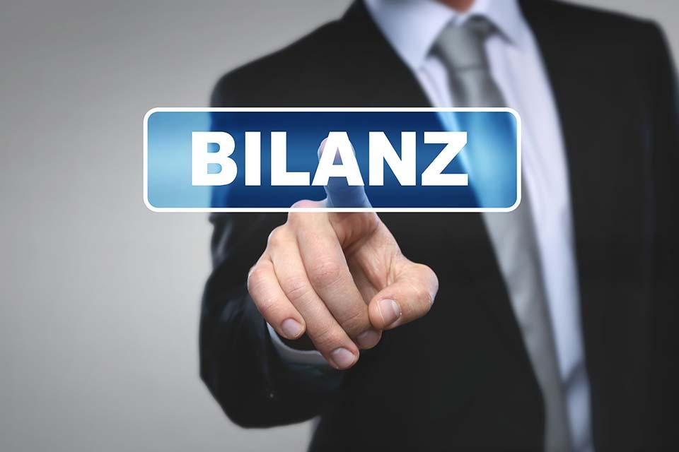 Kapitalgesellschaften haben ihre Jahresabschlüsse binnen neun Monaten nach dem Bilanzstichtag beim Firmenbuch offenzulegen.