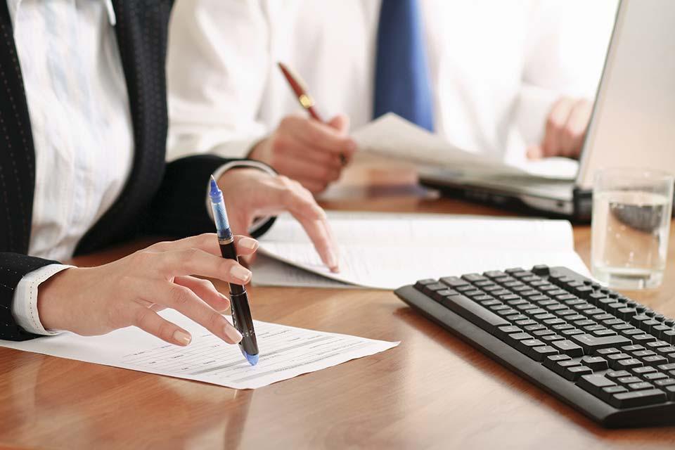 Nach dem ASVG hat der Arbeitgeber seine Dienstnehmer vor Arbeitsantritt beim zuständigen Krankenversicherungsträger anzumelden.