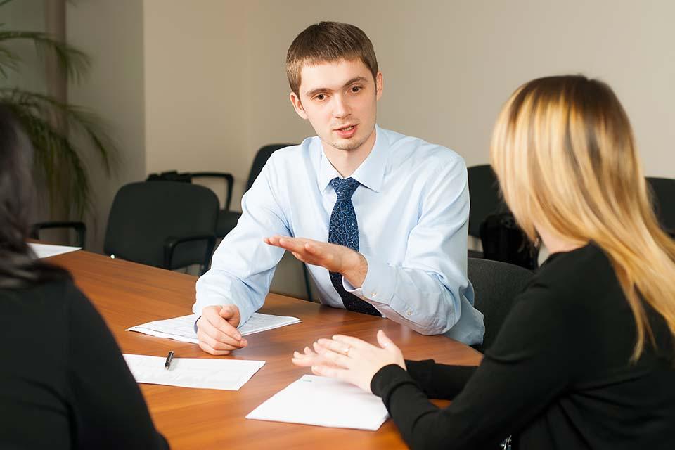 In vielen Betrieben hat sich ein jährliches Mitarbeitergespräch zum fixen Bestandteil der Unternehmenskultur etabliert.