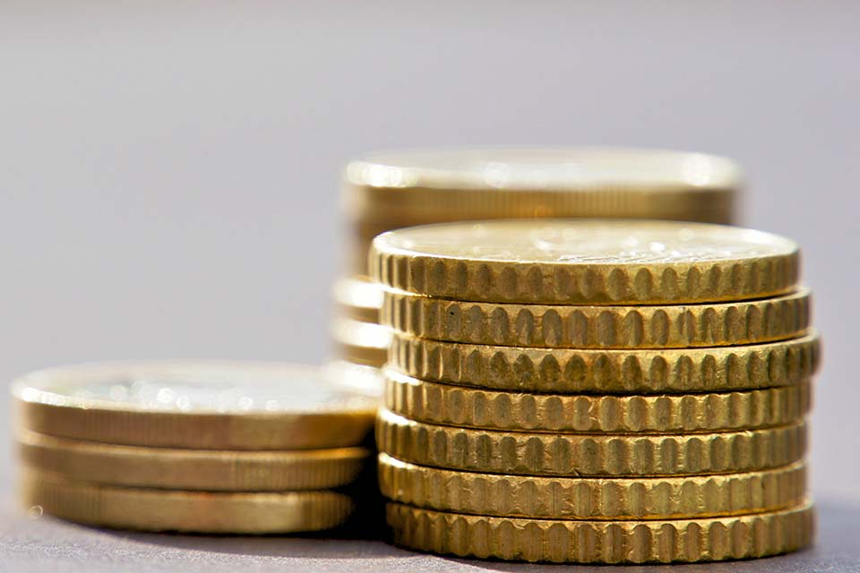 Das Allgemeine Sozialversicherungsgesetz (ASVG) regelt die Kranken-, Unfall- und Pensionsversicherung aller unselbständig beschäftigten Personen in Österreich.