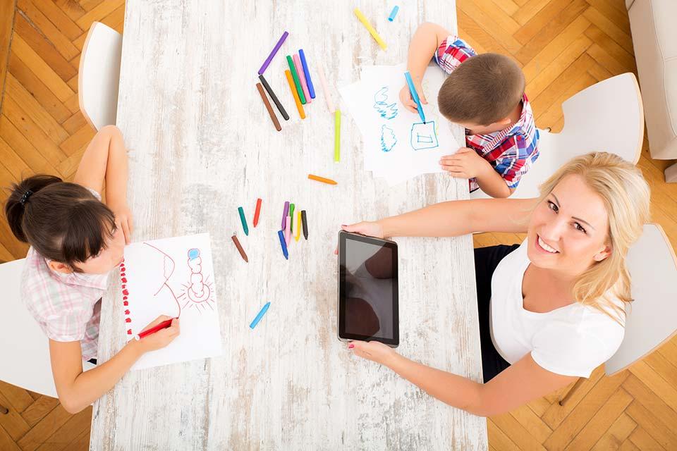 Während der Bildungskarenz werden Arbeitnehmer von ihrer Tätigkeit freigestellt, um sich weiterzubilden.